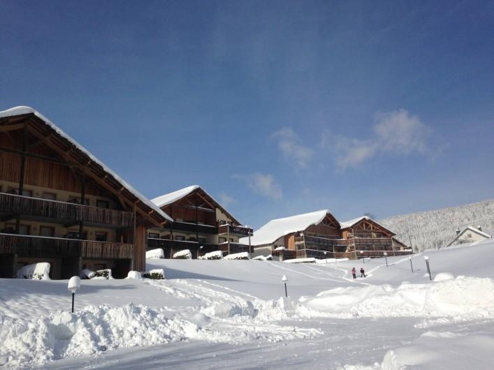 Location de vacances - Appartement à Gérardmer - Résidence en hiver