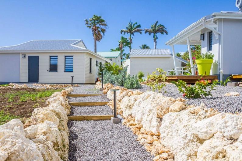 Location de vacances - Villa à Sainte-Anne - Iguane House Villas & Micro Spa vue générale depuis la zone parking