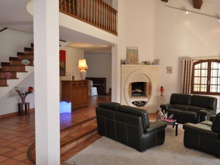 Location de vacances - Villa à Saint-Génies-de-Malgoirès - Le salon la cheminée
