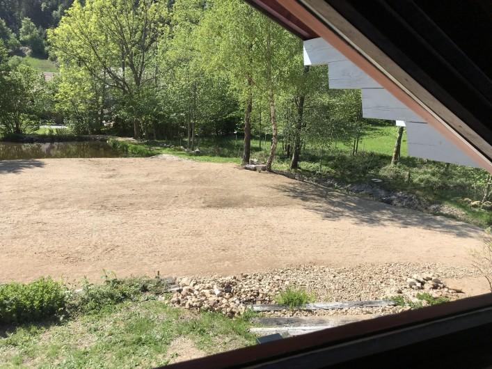Location de vacances - Chalet à La Bresse - Vue sur l'étang depuis le lit de la mezzanine