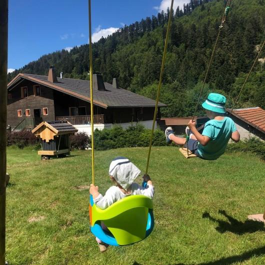 Location de vacances - Chalet à La Bresse - Barbecue et jeux extérieurs à deux pas du chalet