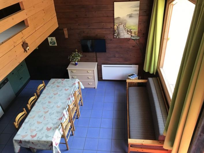 Location de vacances - Chalet à La Bresse - Vue sur le salon depuis la mezzanine