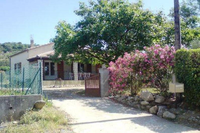 Location de vacances - Villa à Vallon-Pont-d'Arc - portail   d'entrée