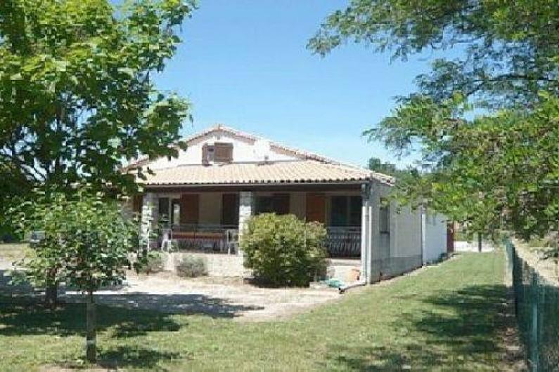 Location de vacances - Villa à Vallon-Pont-d'Arc - vue maison 3/4