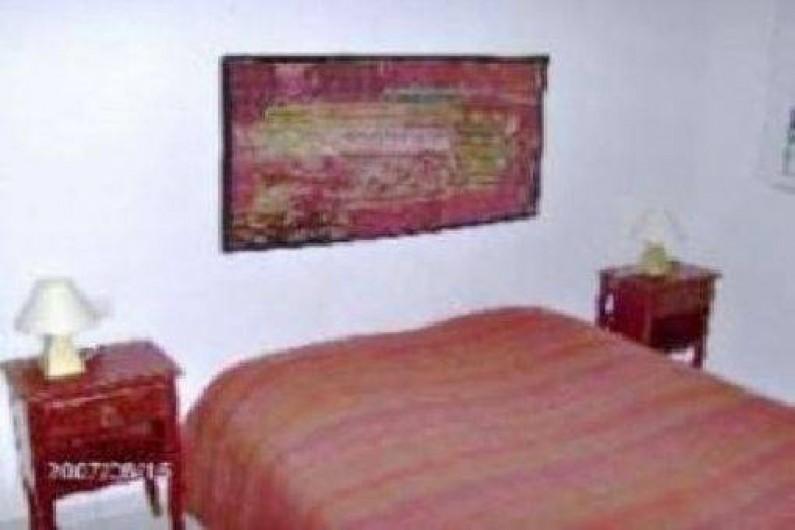 Location de vacances - Villa à Vallon-Pont-d'Arc - lit chambre rouge  140x160