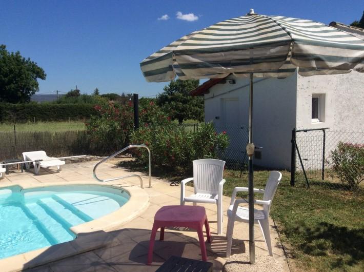 Location de vacances - Villa à Vallon-Pont-d'Arc - douche  extérieur