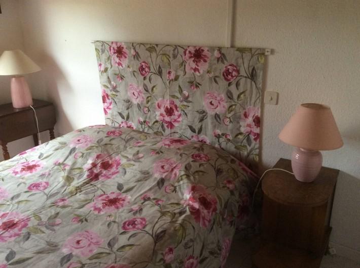 Location de vacances - Villa à Vallon-Pont-d'Arc - chambre rose lit 140x160   à l'étage