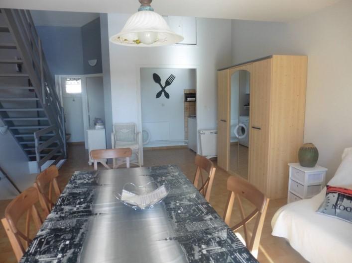 Location de vacances - Appartement à Le Grau d'Agde - salle à manger  cuisine au fond