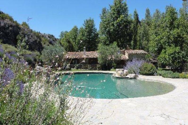 Location de vacances - Mas à Mourèze - Piscine de 14 m de long. Barrières piscine disponibles sur demande;