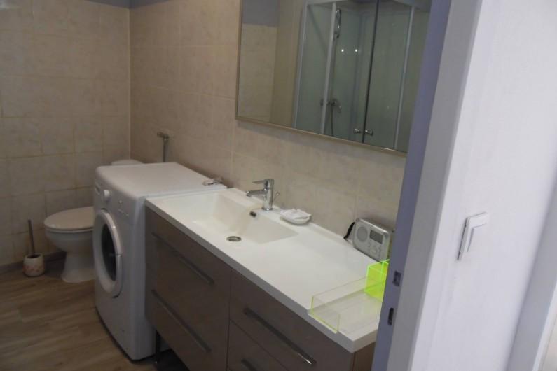 Location de vacances - Appartement à Briançon - Salle de bains avec la machine à laver