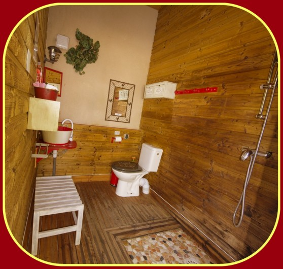 Location de vacances - Yourte à Barjac - Une salle d'eau PRIVATIVE à proximité de chaque hébergement