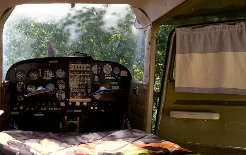 Location de vacances - Yourte à Barjac - Matelas de 110 dans un avion Cessna pour une nuit dans les étoiles