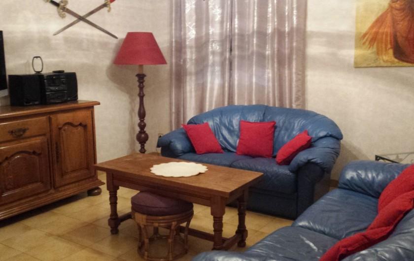 Location de vacances - Villa à Orange - salon avec tv écran plat