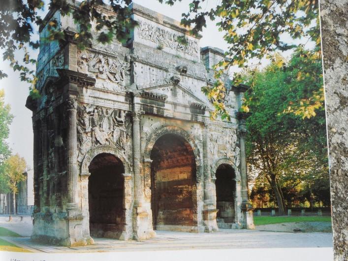 Location de vacances - Villa à Orange - charme antique sur Orange