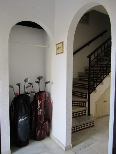 Location de vacances - Villa à Estepona - ESCALIER MONTANT AUX CHAMBRES ET SALLES DE BAINS
