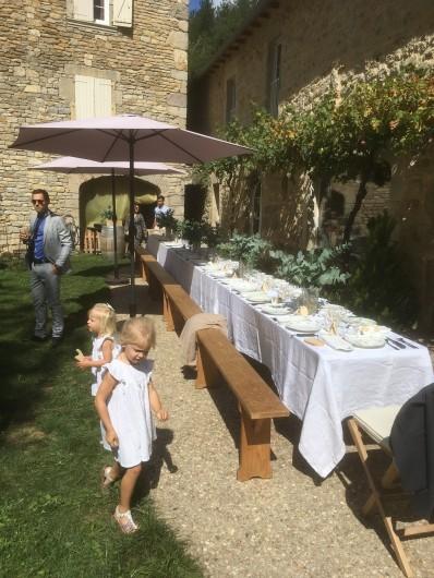 Location de vacances - Gîte à La Rouquette - Une table de fête !