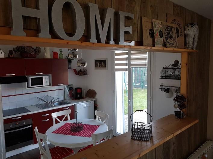 Location de vacances - Maison - Villa à Pluduno - cuisine ouverte sur le salon
