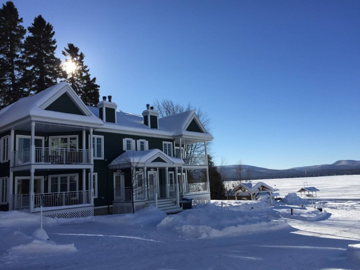 Location de vacances - Appartement à Saint-Donat - Vue de la rue en hiver