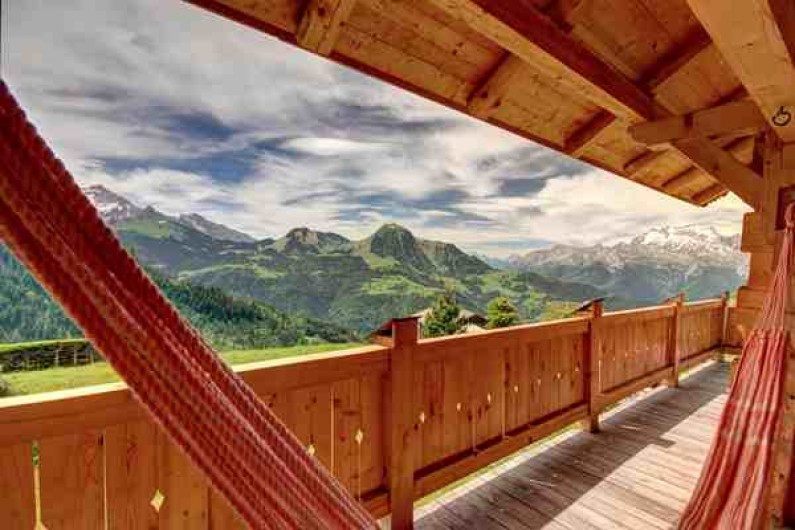 Location de vacances - Chalet à Manigod - Hamac brésilien avec vue sur Le Charvin, le Sullens, la Tournette...