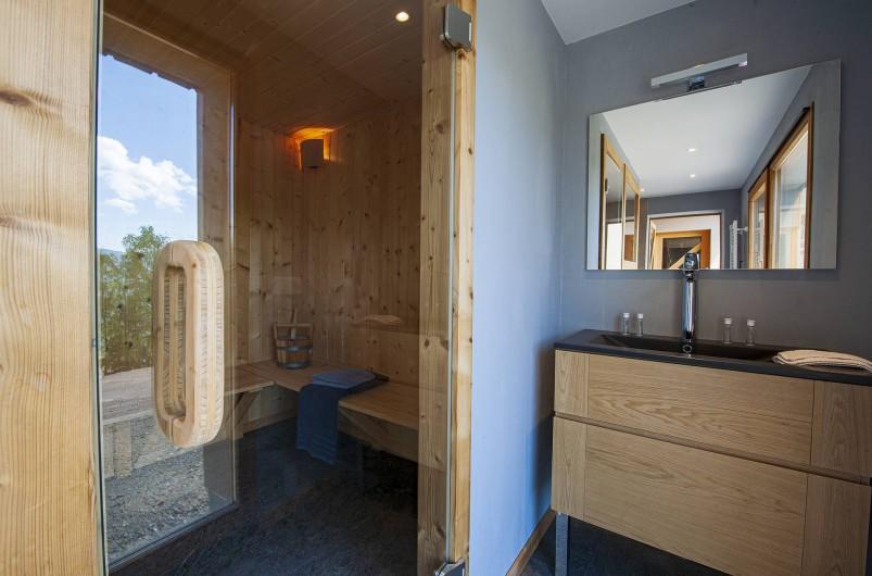 Location de vacances - Chalet à Muhlbach-sur-Munster - Espace sauna , douche à l'italienne, lavabo