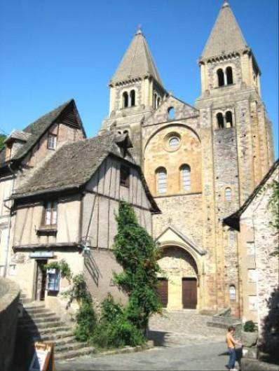 Location de vacances - Gîte à Saint-Cyprien-sur-Dourdou - Abbatiale de Conques