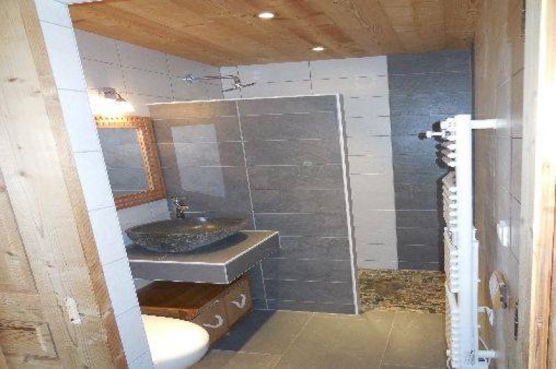 Location de vacances - Chalet à La Chapelle-d'Abondance - salle d'eau avec douche a l'italienne