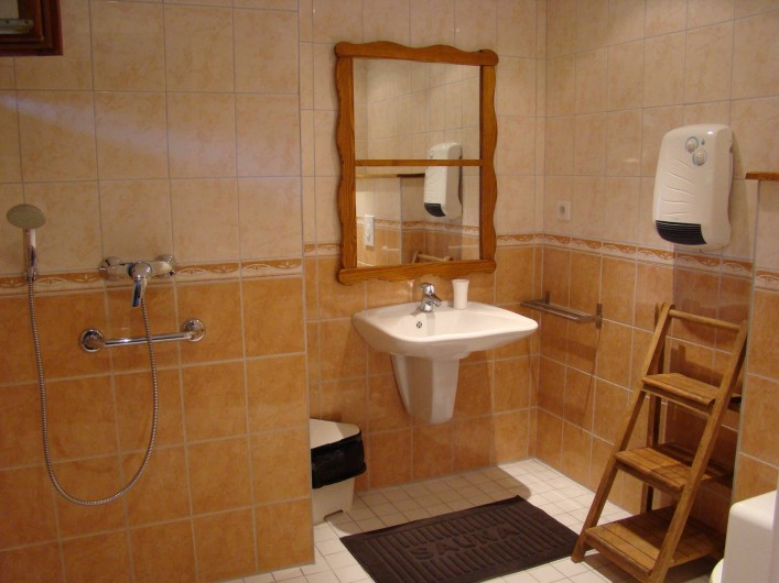 Location de vacances - Chalet à Senones - Sanitaires dans 24 chambres de la résidence.