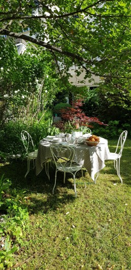 Location de vacances - Maison - Villa à Villard-de-Lans - Ambiance petit déjeuner - jardin 1