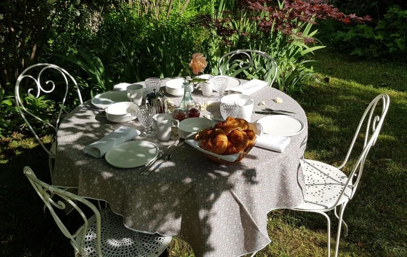 Location de vacances - Maison - Villa à Villard-de-Lans - Ambiance petit déjeuner - jardin 2