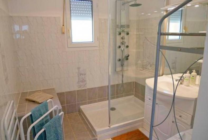 Location de vacances - Villa à Les Granges-Gontardes - Salle de bain