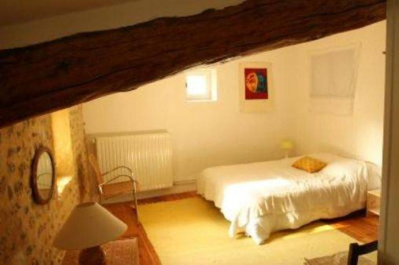 Location de vacances - Mas à Valréas - Une chambre avec un lit double et un lit simple