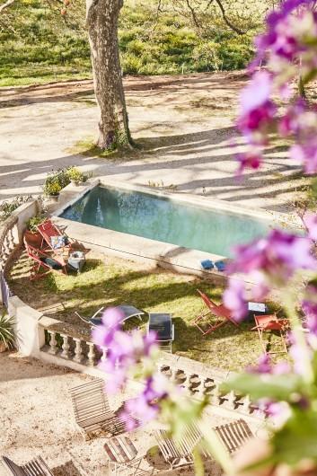 Location de vacances - Mas à Uchaux - La piscine bassin, l'eau vient directement de la source donc elle est fraiche !