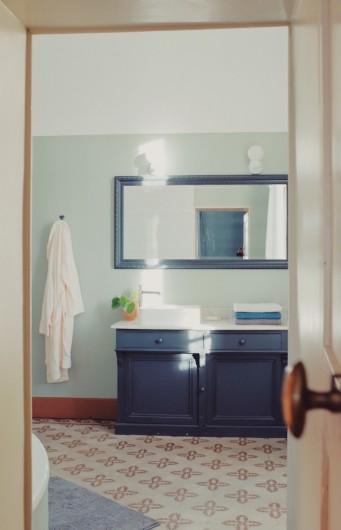 Location de vacances - Mas à Uchaux - Salle de bain de la suite