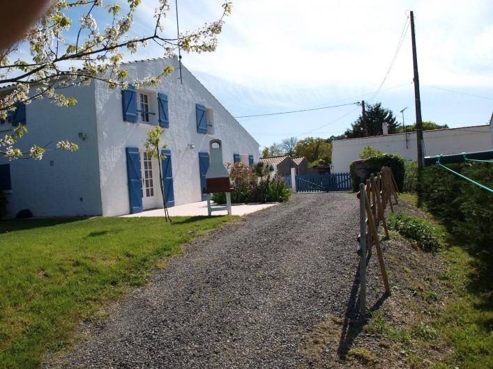 Location de vacances - Appartement à Brem-sur-Mer - Arrière de la maison