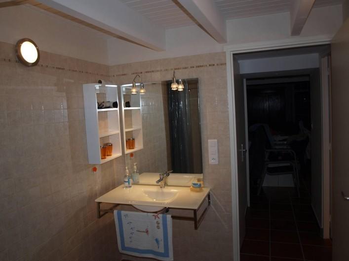 Location de vacances - Appartement à Brem-sur-Mer - Salle de bain rez de chaussée