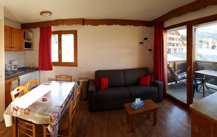 Location de vacances - Appartement à La Joue du Loup - VUE GENERALE DE LA PIECE A VIVRE