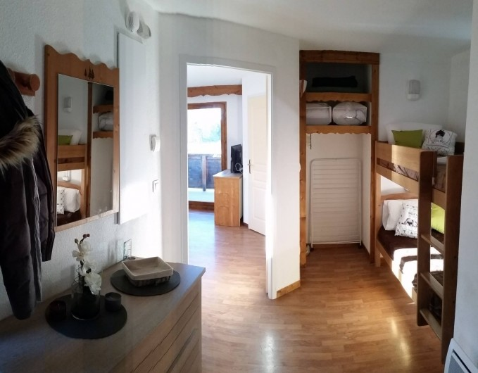 Location de vacances - Appartement à La Joue du Loup - ENTREE ET COIN MONTAGNE