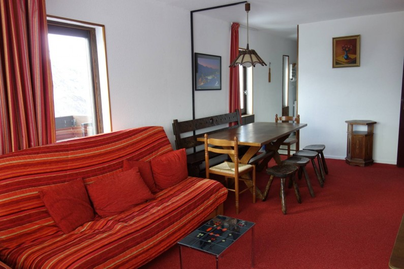 Location de vacances - Appartement à Les Menuires - Salon avec canapé clic clac