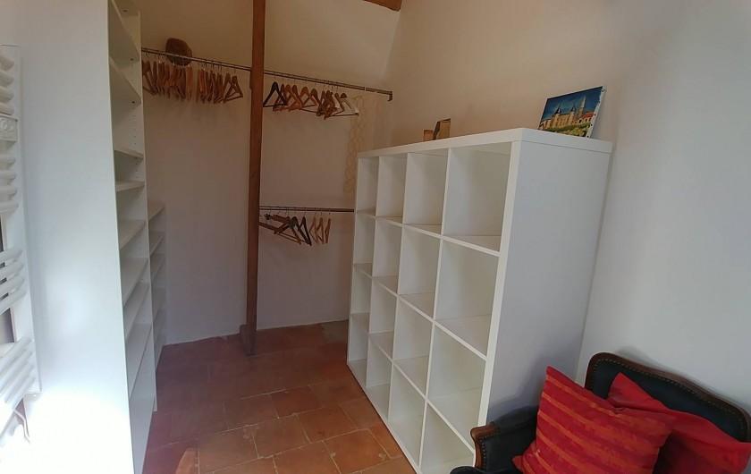 Location de vacances - Maison - Villa à Pouzolles - dressing - chambre principale