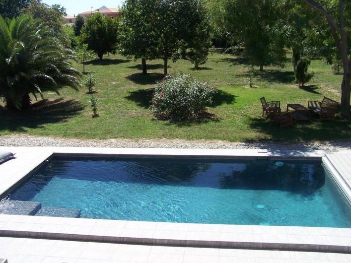 Location de vacances - Mas à Elne - piscine avec parc