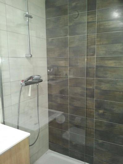 Location de vacances - Appartement à Les Deux Alpes - photo douche
