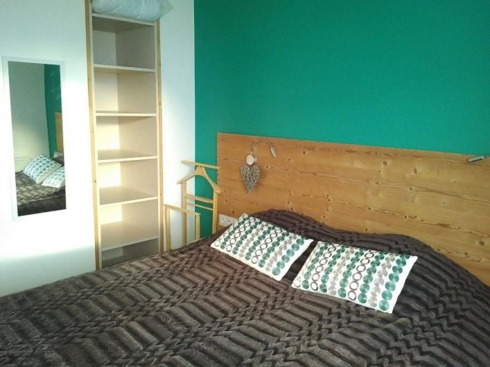 Location de vacances - Appartement à Les Deux Alpes - Chambre lit de 160 séparable en 2 lits de 80/200, et TV avec balcon coté sud