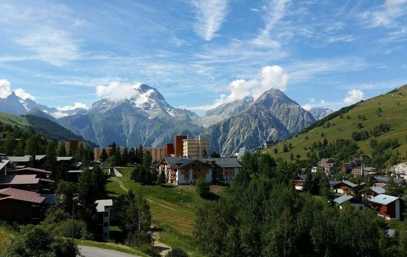 Location de vacances - Appartement à Les Deux Alpes - Vue de l'appartement coté sud en été
