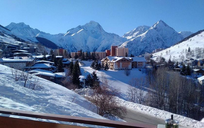 Location de vacances - Appartement à Les Deux Alpes - Vue de l'appartement coté sud en hiver