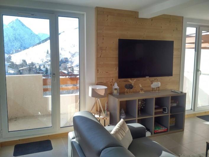 Location de vacances - Appartement à Les Deux Alpes - Coin salon /TV avec balcon coté sud