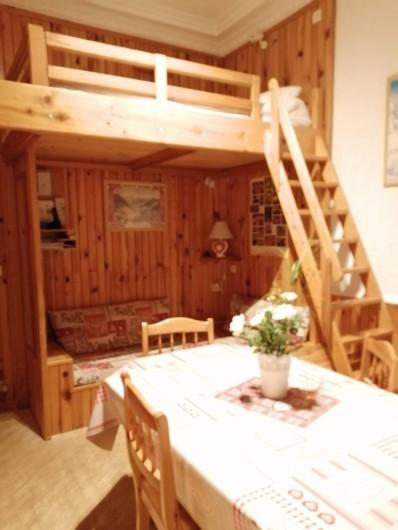Location de vacances - Appartement à Le Mont-Dore - Pièce à vivre