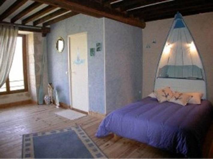 Location de vacances - Chambre d'hôtes à Gigny - Chambre Mouettes :   1 lit double  Salle de douche Vue sur prairie, forêt