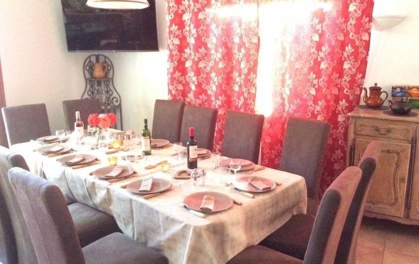 Location de vacances - Chalet à Barcelonnette - Les vins 3 couleurs et les roses du jardin sont offerts.