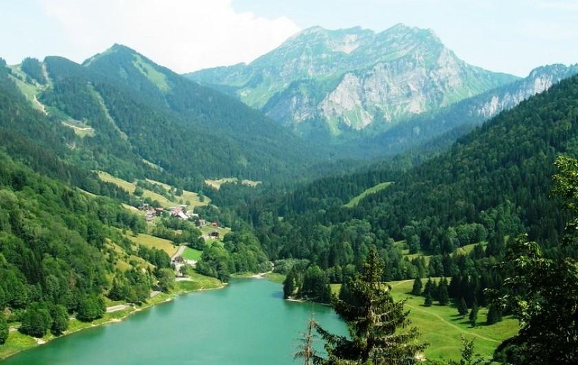 Location de vacances - Chalet à Bellevaux - Panorama Lac de vallon et Roc d'Enfer
