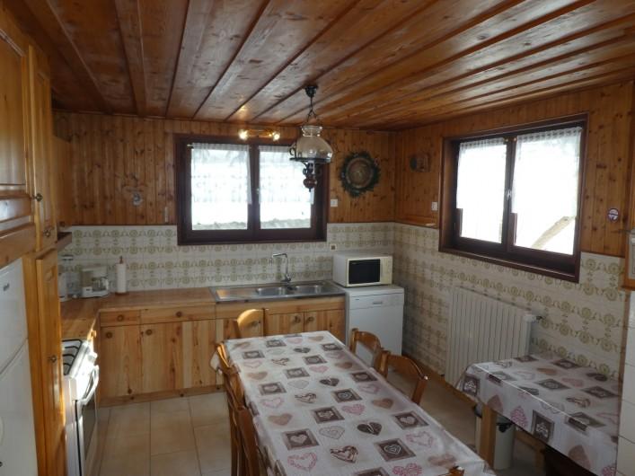 Location de vacances - Chalet à Bellevaux - Cuisine  -  Salle à manger